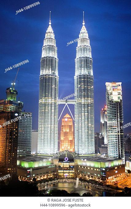 Malaysia, Asia, Kuala Lumpur, town, city, Petronas Towers, Skyline, park, trees, park, evening, lights, illumination, at night