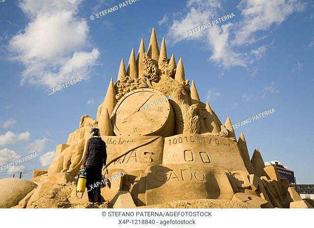 Sculpture Titel: Small Dream of Paradise on Earth, By Big Team Sculpture, Sandsation 2007, Berlin Germany