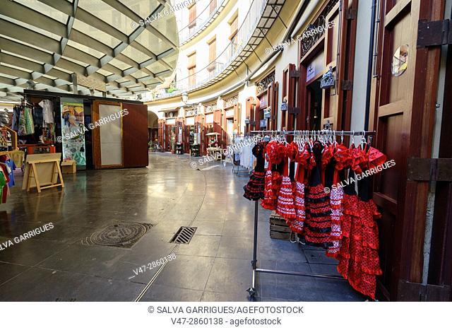 Souvenir shops of the Plaza Redonda, Valencia, Spain, Europe