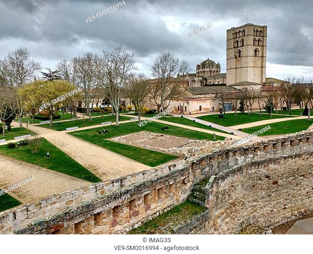Zamora cathedral from the casttle, Zamora, Castile-Leon, Spain