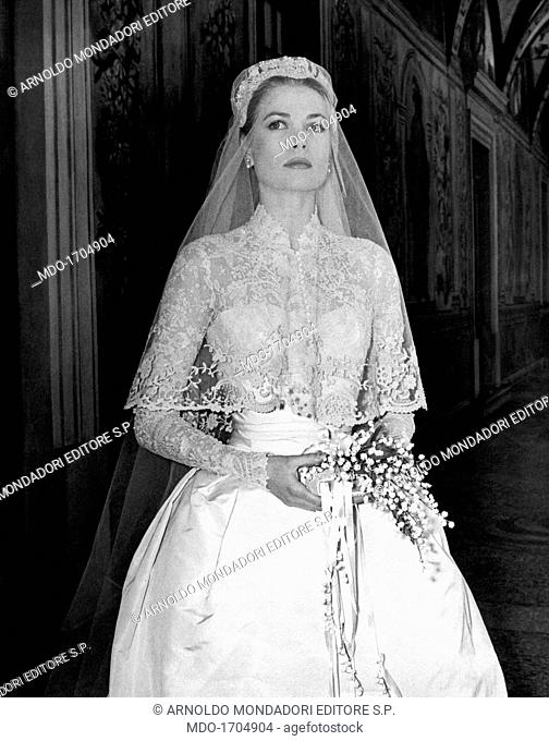 Principess Grace Kelly in her wedding dress at Prince's Palace. The big movie star Grace Kelly photographed in her bridal dress in a frescoed gallery within the...