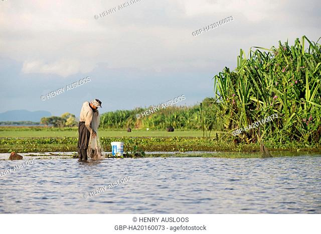 Thailand, Patthalung, Tale Noi, Fisherman with cast net early morning