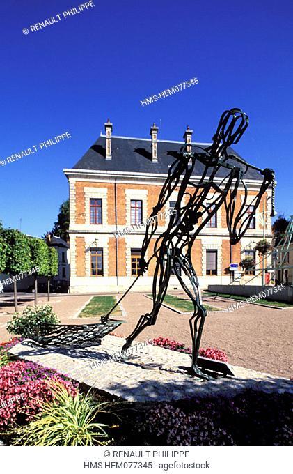 France, Nièvre (58), Cosne-on-Loire, Bargeman drawing his boat, sculpture of JJ Bourgeois based on the work of sculptor Van Nieuwenberg