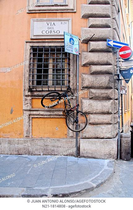 'Parked' bicycle at Via Del Corso near Piazza di Spagna  Rome, Lazio, Italy, Europe