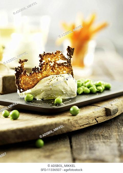 Mozzarella with grilled cheese and peas