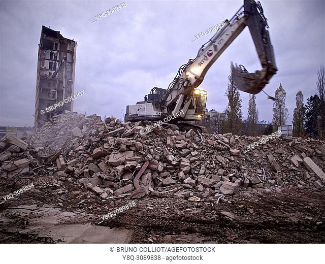 destruction of the HLM street guy ropartz in December 2013, HLM of 1961. rennes, ille et vilaine, brittany, france