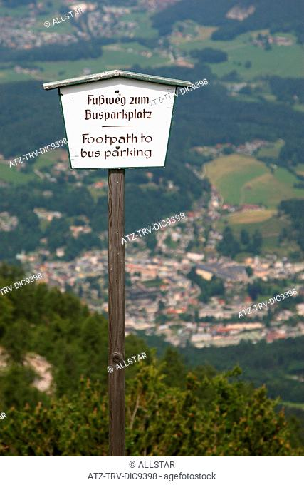 FOOTPATH SIGN DOWN FROM EAGLES NEST, KEHLSTEINHAUS; NEAR BERCHTESGADEN, GERMANY; 24/06/2008
