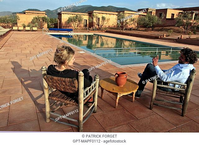 JEAN-MARTIN HERBECQ, FOUNDER AND DIRECTOR OF TERRES D'AMANAR, WITH A FRIEND BY THE POOL, ECO-LODGES IN THE TERRES D'AMANAR NATURE PARK, TAHANAOUTE, AL HAOUZ