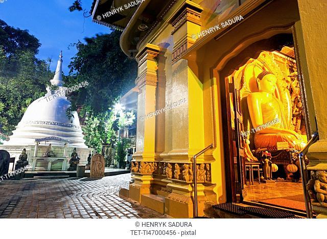 Budda statue in Gangaramaya Temple