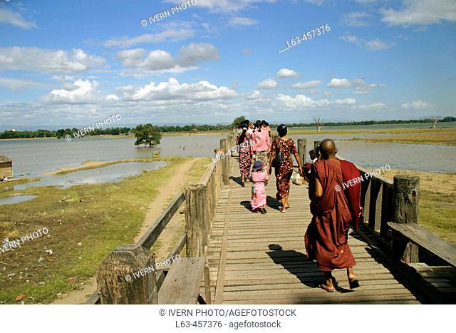 U Bein Bridge. Thaungthaman Lake. Amarapura. Mandalay Division. Myanmar (Burma)