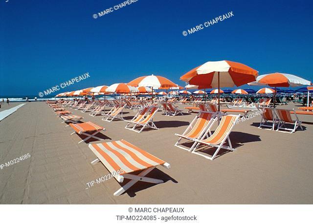 Tuscany, Forte dei Marmi. beach, deckchair, beach umbrella