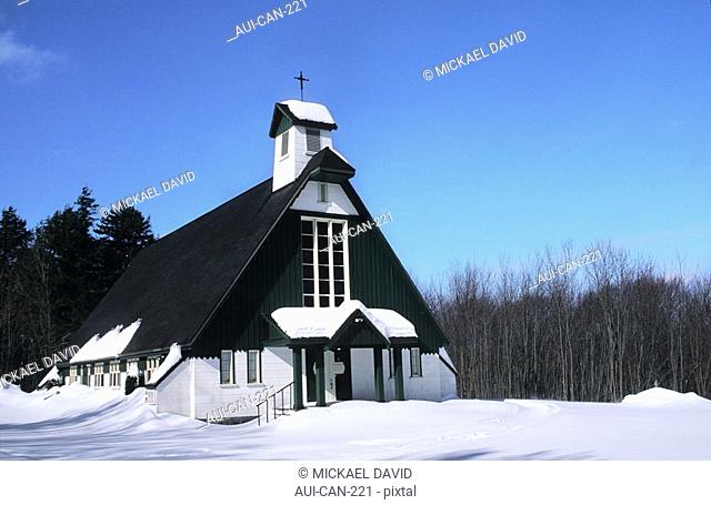 Canada - Quebec - Ste-Catherine-de-la-Jacques-Cartier - Duchesnay ecotouristic resort - Bank of Saint-Joseph lake