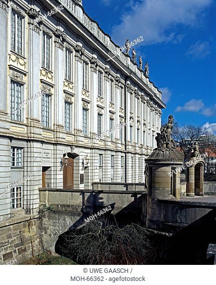Erbauung 1705-36 unter Markgräfin Christiane Charlotte und ihres SohnesCarl Wilhelm Friedrich