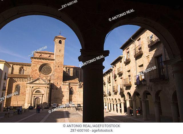 Plaza Mayor and Cathedral. Sigüenza. Guadalajara province, Castilla-La Mancha, Spain
