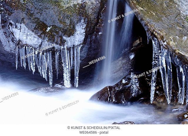 Rapid in winter, whitewater. Mölltal, Hohe Tauern Region, Alps, Kärnten/Carinthia, Austria, Europe
