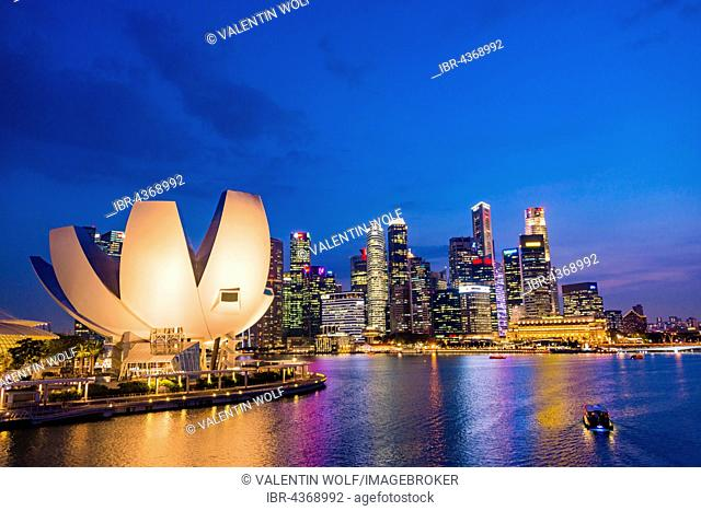 ArtScience Museum and skyline at dusk, night scene, city centre, financial district, Marina Bay, Downtown Core, Singapore