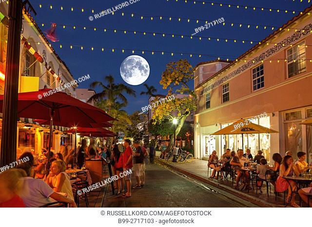 RESTAURANTS ESPANOLA WAY HISTORIC SPANISH VILLAGE MIAMI BEACH FLORIDA USA