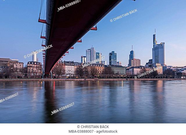 Holbeinsteg in front of the Frankfurt skyline, area around the main station, Frankfurt on the Main, Hessen, Germany