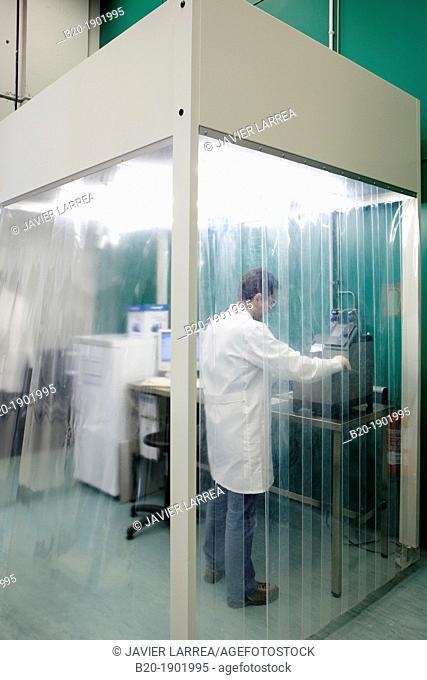 Laminar flow cabinet, Synthesis Laboratory, CIC nanoGUNE, Nano science Cooperative Research Center, Donostia, San Sebastian, Gipuzkoa, Basque Country, Spain