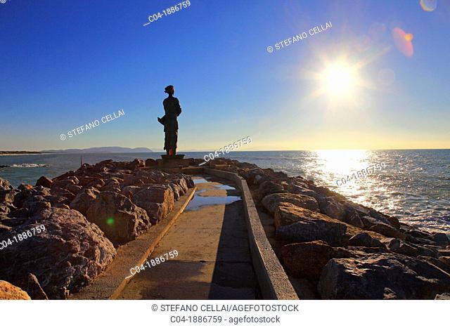 Italy,Tuscany,Livorno,San Vincenzo harbor, statue on the sea