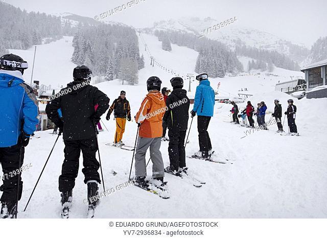Clases de iniciación de Esquí, en la Estación de esquí de Axamer Lizum
