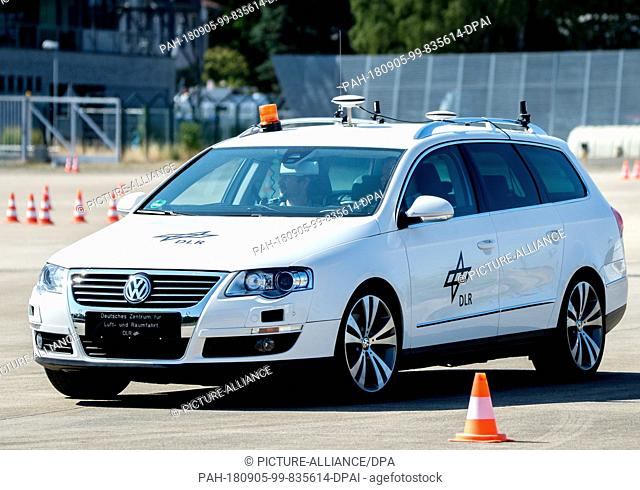 05 September 2018, Germany, Braunschweig: An autonomous vehicle drives on the test site of the German Aerospace Center (DLR)