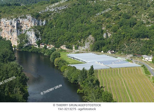 Quercy, Lot (46), village of Le Mas, Lot river, viewed from Saint-Cirq-Lapopie