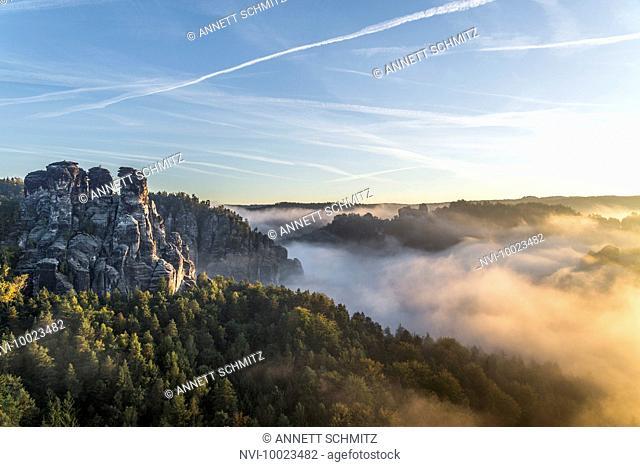 Kleine Gans rock at sunrise, Elbe Sandstone Mountains, Saxony, Germany