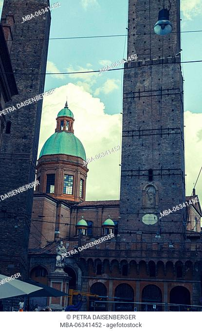 The (leaning) towers of Bologna, Garisenda and Asinelli