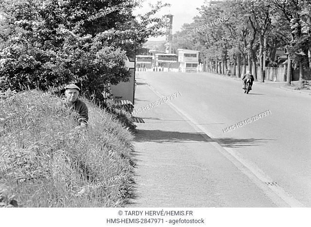 United Kingdom, Isle of Man, TT-1973, Tourist Trophy, Ramsey, Parliament Square, after passing the two pubs, the drivers will face the very bumpy and dangerous...