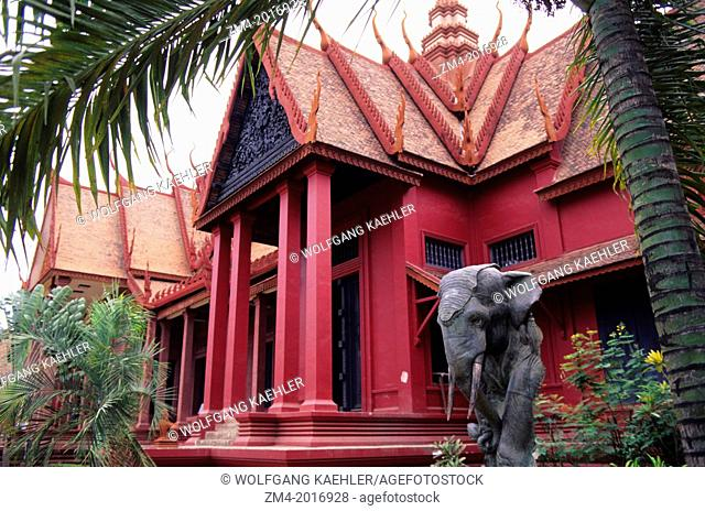 CAMBODIA, PHNOM PENH, NATIONAL MUSEUM, ELEPHANT STATUE