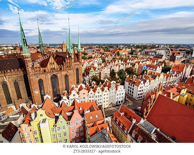 Poland, Pomeranian Voivodeship, Gdansk, Elevated view of the Old Town, St. Mary's Basilica