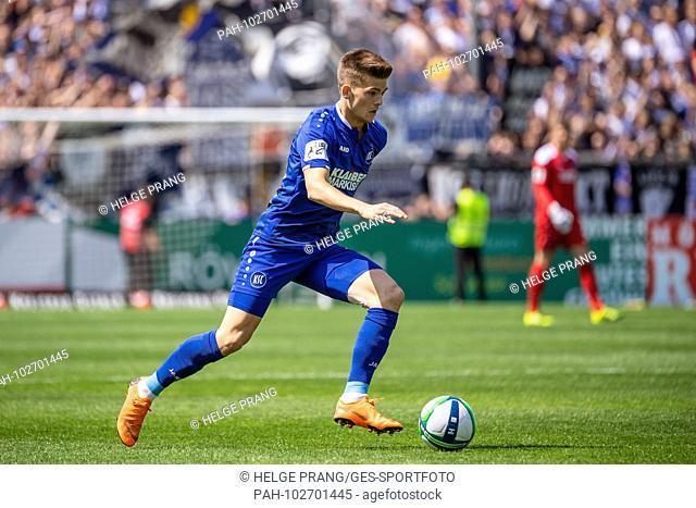 Marvin Wanitzek (KSC) individual action, cut out. GES / Soccer / 3rd Bundesliga: GES / Soccer / VfR Aalen - Karlsruher SC, 05.05