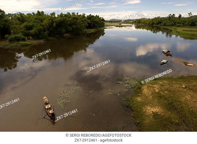 Fishing boat on the Thu Bon river, silhouette, Hoi An, Quang Nam, Central Vietnam, Vietnam, Southeast Asia, Asia