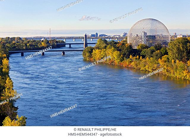 Canada, Quebec Province, Montreal, Ile Sainte Helene and the St. Lawrence River, the Biosphere and vegetation in the Autumn colors