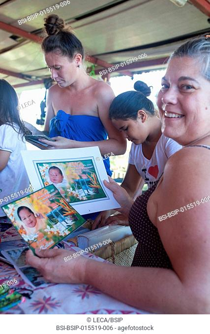 Reportage on a mainland French couple having recourse to a fa'a'amu adoption in Tahiti. After the birth, the couple regularly visits the biological parents to...