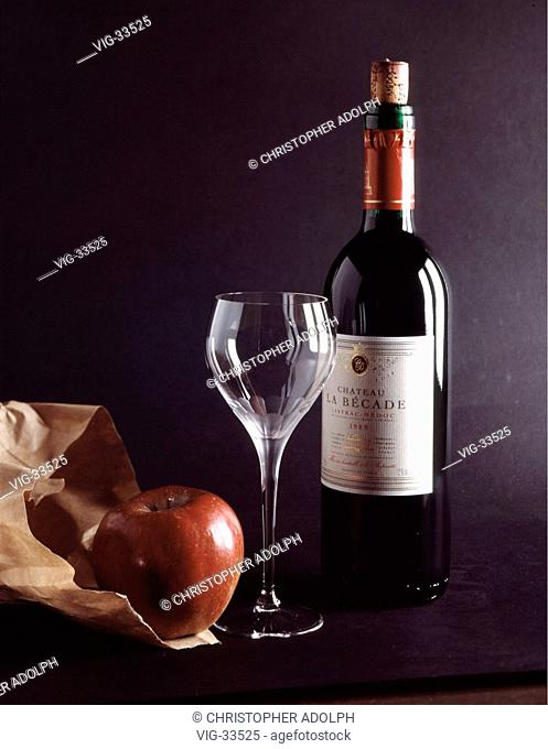 Redwine bottle with empty wine glass and apple ( still life ). - GERMANY, 14/03/2003