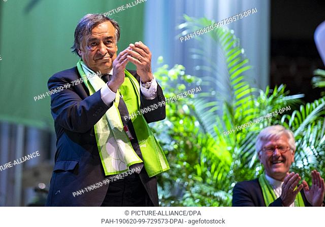 20 June 2019, North Rhine-Westphalia, Dortmund: Leoluca Orlando (l), Lord Mayor of Palermo, is on stage at the 37th German Protestant Church Congress during a...