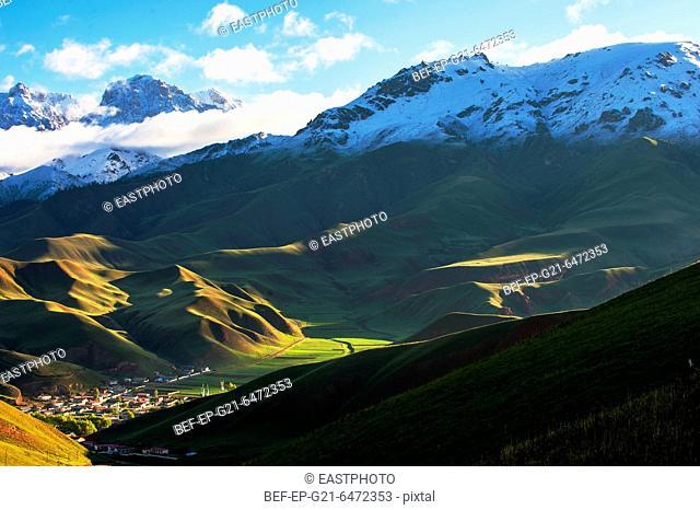 Thatcher Qinghai Qilian Mountain scenery