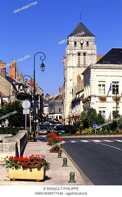 France, Nièvre (58), Cosne-on-Loire, downtown area and Saint-Jacques church