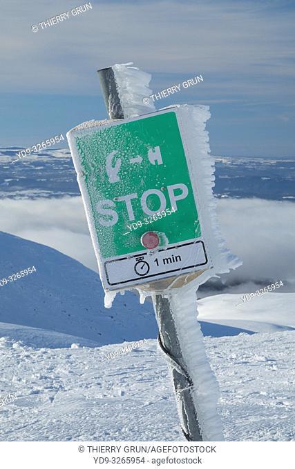 France, Puy de Dome (63), Besse-et-Saint-Anastaise, ski station of Super Besse, Puy de la Perdrix, skiers stop sign