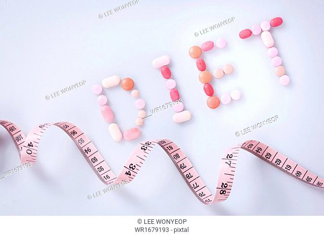 several pills spelling diet