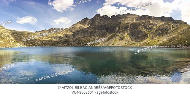 Andorra a really small country between France and Spain, haves a magical places like this one, Juclar lake