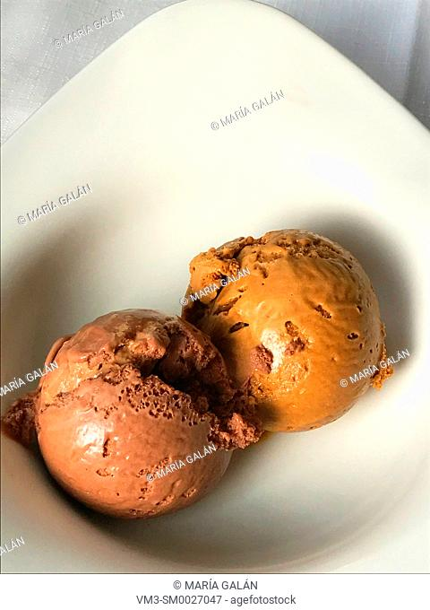 Chocolate and toffee ice cream balls