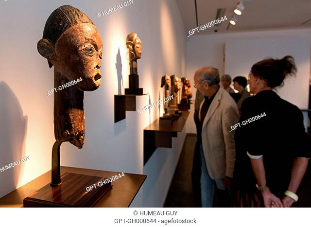 OPENING OF THE EXHIBITION OF PRIMITIVE ART AT THE DULON GALLERY, THE TSOGHO EXHIBITION, ICONS OF BWITI, SAINT-GERMAIN-DES-PRES, PARIS, FRANCE