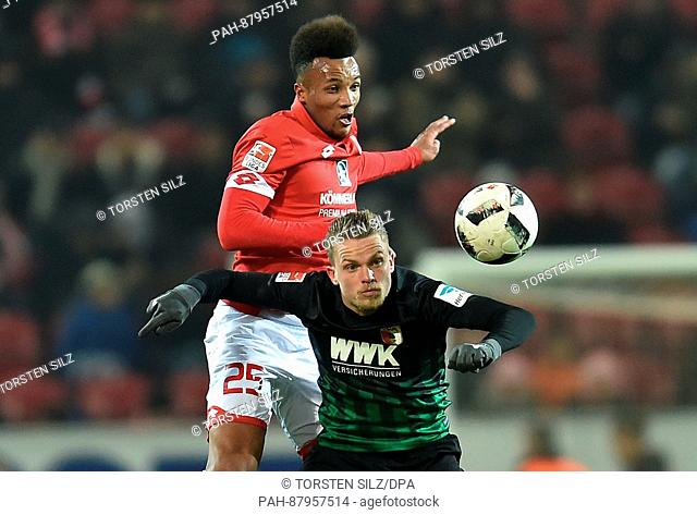 Mainz's Jean-Philippe Gbamin (l) and Augsburg's Philipp Max vie for the ball during the German Bundesliga soccer match between FSV Mainz 05 and FC Augsburg in...