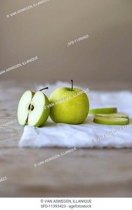 Freshly washed Golden delicious apple, whole and sliced