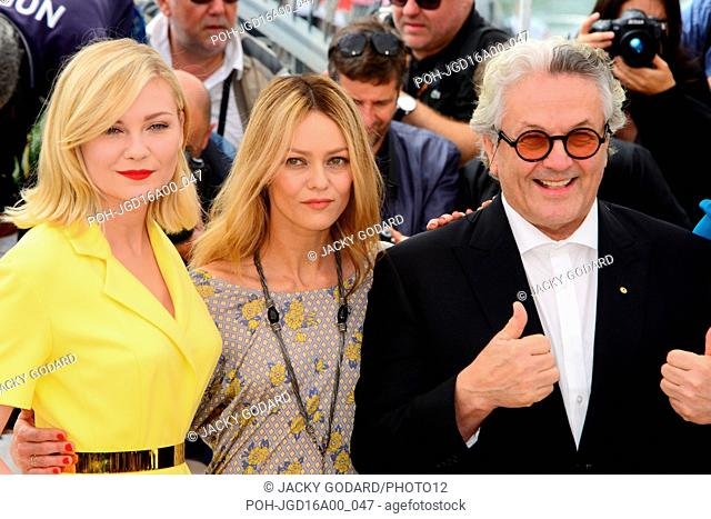 Members of the jury : Kirsten Dunst, Vanessa Paradis, George Miller Photocall 69th Cannes Film Festival May 11, 2016