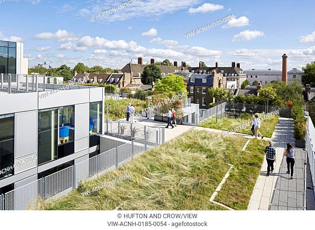 The new library and School of Architecture and Construction is located along an approach from Greenwich Town to Greenwich Park w