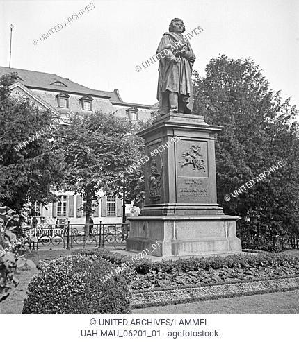 Das Beethoven Denkmal im Stadtkern von Bonn, Deutschland 1930er Jahre. Beethoven monument at Bonn city centre, Germany 1930s